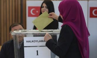 High turnout marks Turkish plebiscite